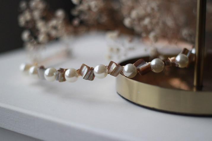 Serre-tête Lyze perles nacrées et pierres