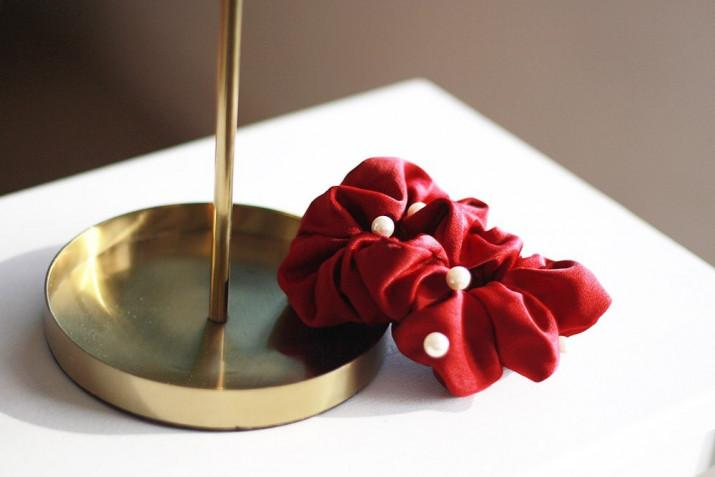 Chouchou Karly Rouge à perles nacrées