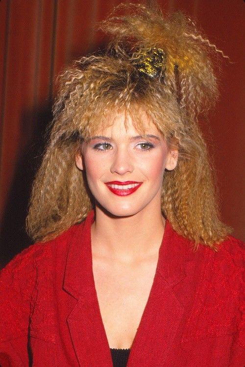 photo femme cheveux gaufrés