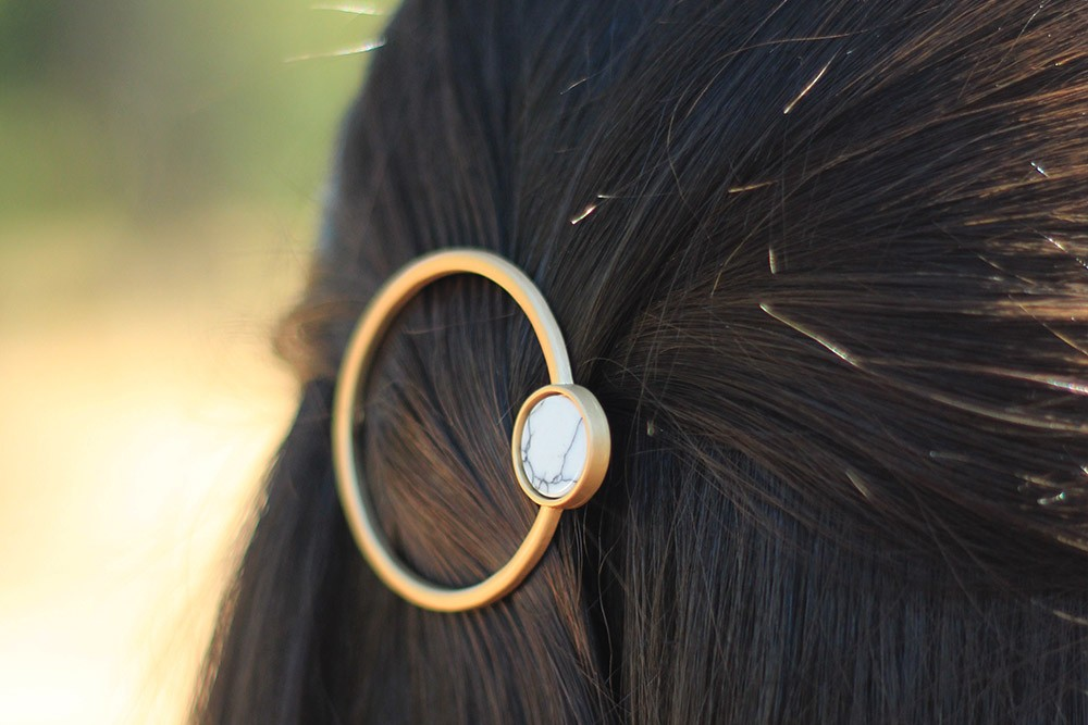 Barrette cheveux femme ronde dorée marbre bohomane